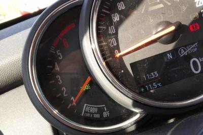 destacada tipos de luces en el coche
