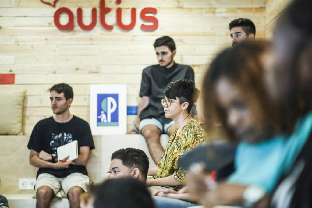 aula autius autoescuela en fraga alumno escribiendo
