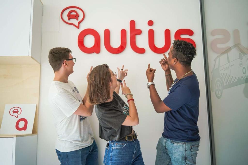 alumnos autius autoescuela en monzon logotipo