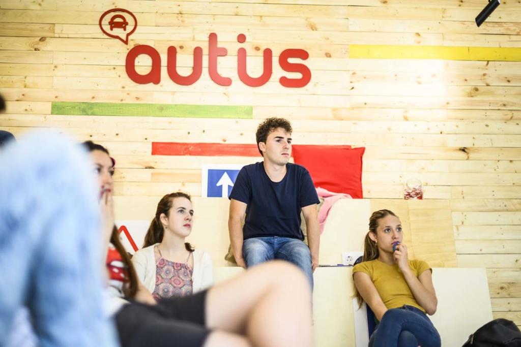 alumnos clases teoricas autius autoescuela en el actur