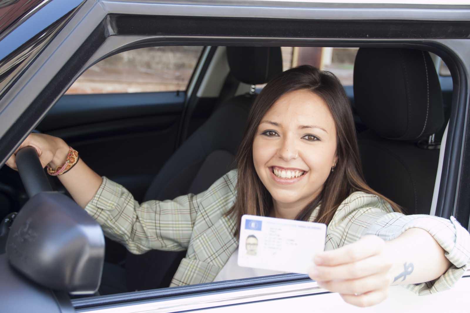 Renovación del carnet de conducir autius autoescuela en el actur